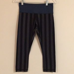 🌸🌸 Lululemon athletic capris black and gray